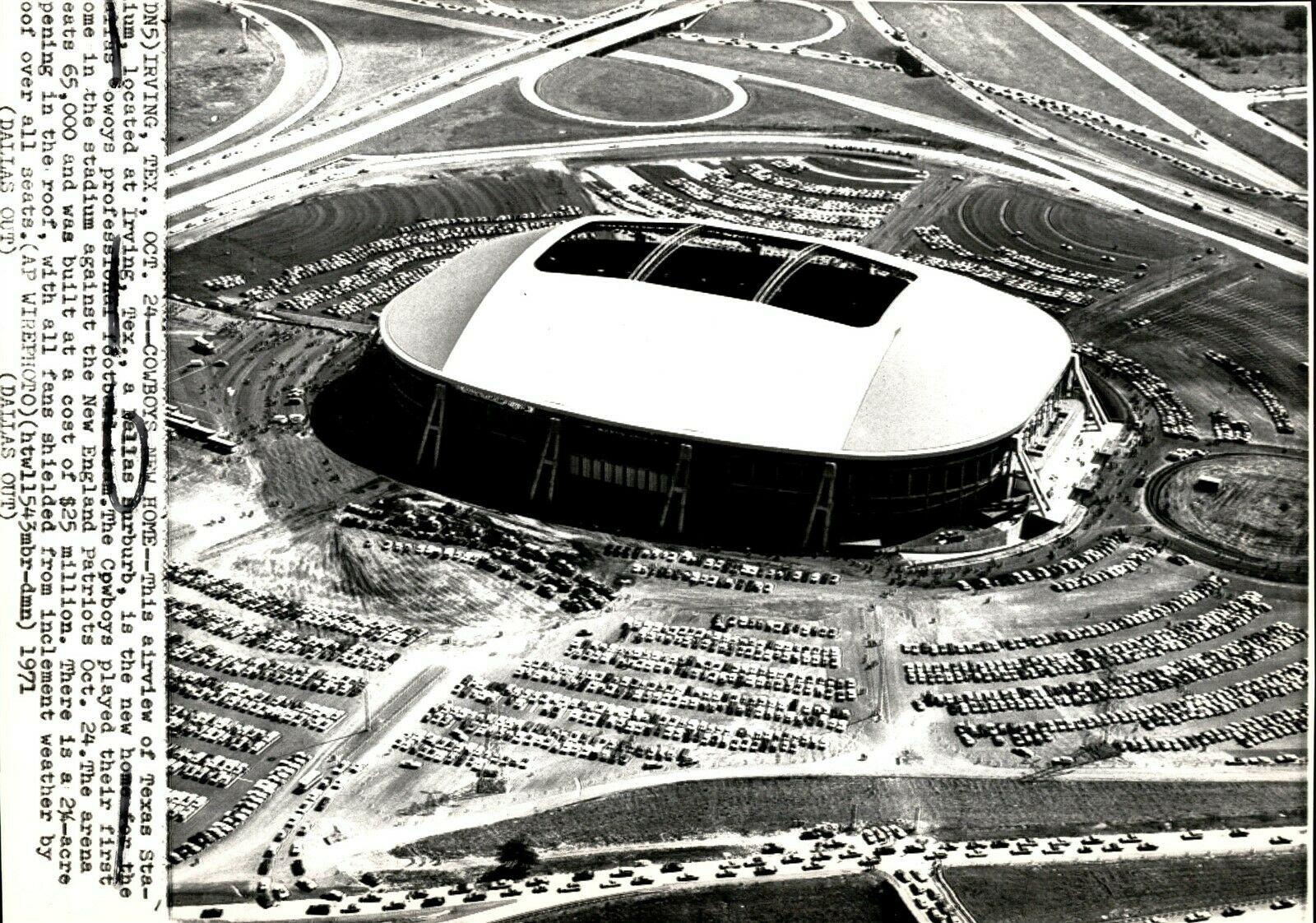 1971 press wire photo of Texas Stadium